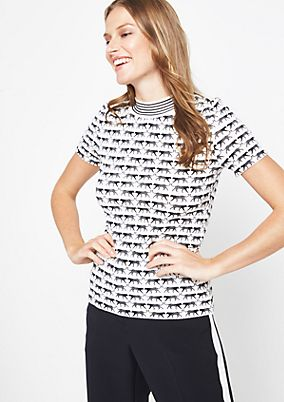 Short sleeve knit jumper with an exciting all-over pattern from comma