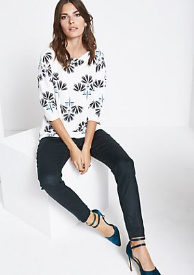 3/4-sleeve crêpe top with a decorative pattern from comma