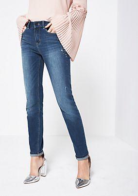 Klassische Jeans mit Schmuckverzierungen