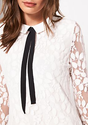 Delicate lace top with a Peter Pan collar from comma