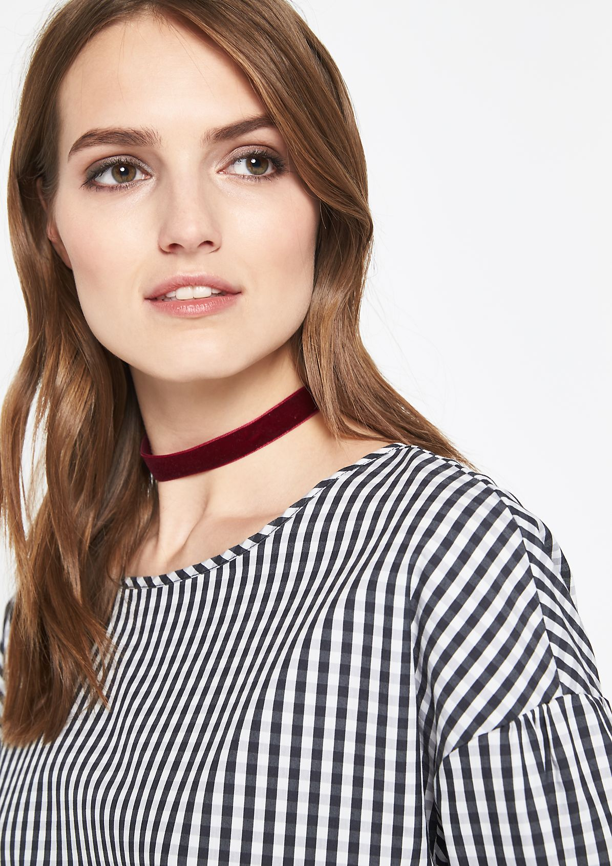 3/4-sleeve blouse with pretty details from comma