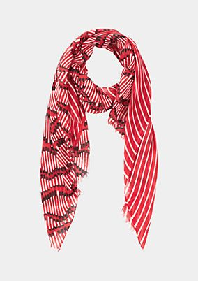 Delicate scarf with a decorative all-over print from comma