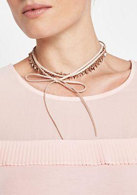Mehrfach gelegte Halskette im Materialmix