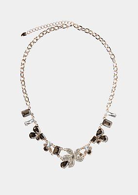 Edle Halskette mit Schmucksteinverzierungen
