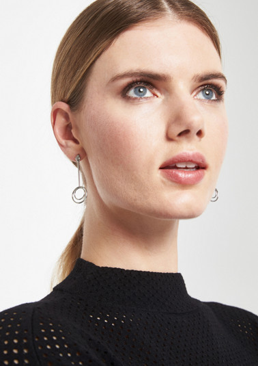 Earrings with ring embellishments from comma