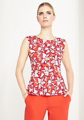 Top with a beautiful all-over pattern from comma