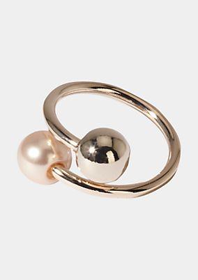 Ring mit Perlenverzierung