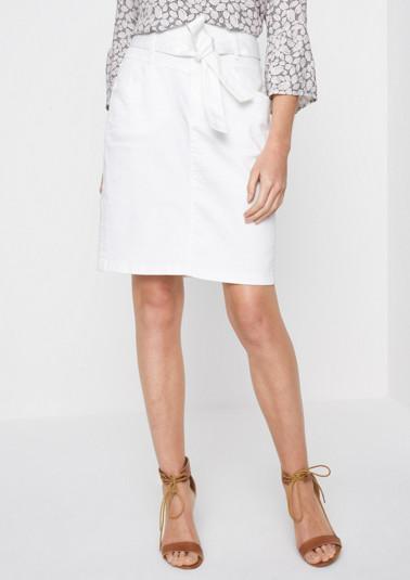 White Denim-Jeansrock mit breitem Gürtel