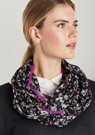 Delicate mixed pattern snood from comma
