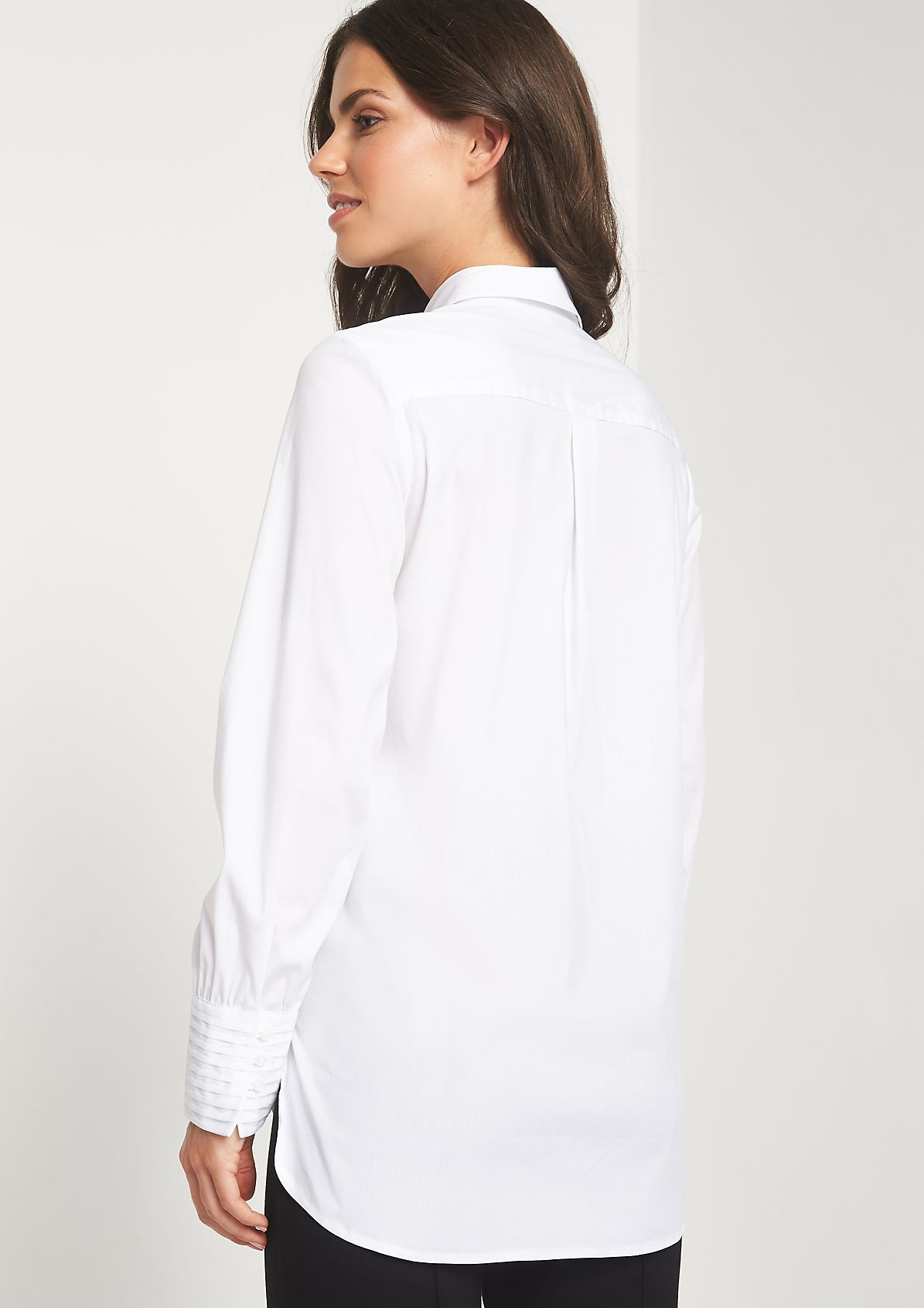 Elegant business blouse with fine details from comma