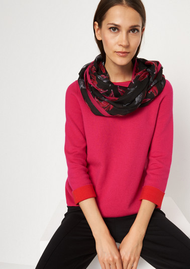 Delicate snood with an all-over pattern from comma