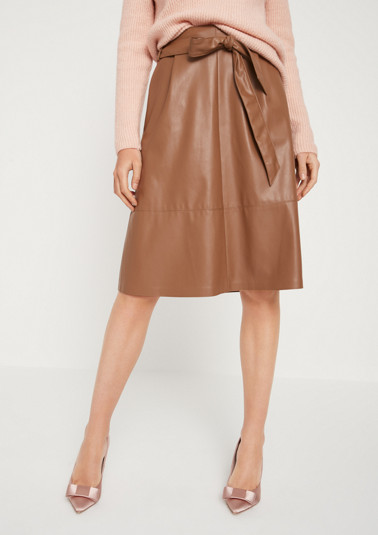 Extravagant business skirt in faux leather from comma