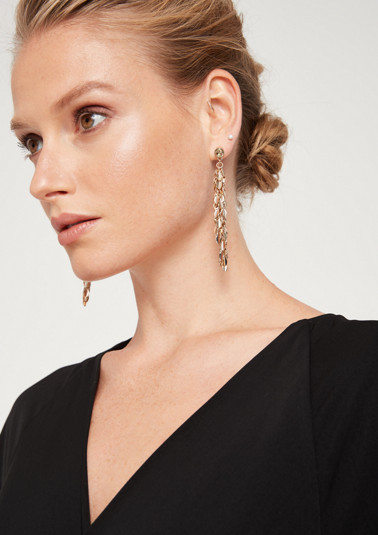 Gold-coloured earrings with chain pendants from comma