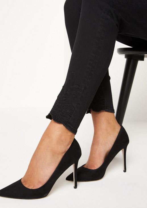 Black-Denim Jeans mit Stickereien