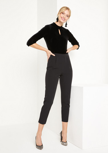 Eleganter Jumpsuit im Materialmix