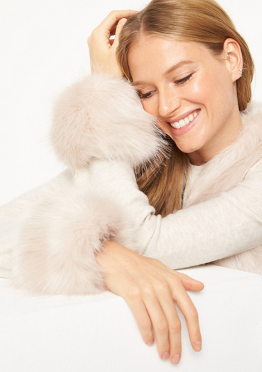 Fluffy faux fur wrist warmers from comma