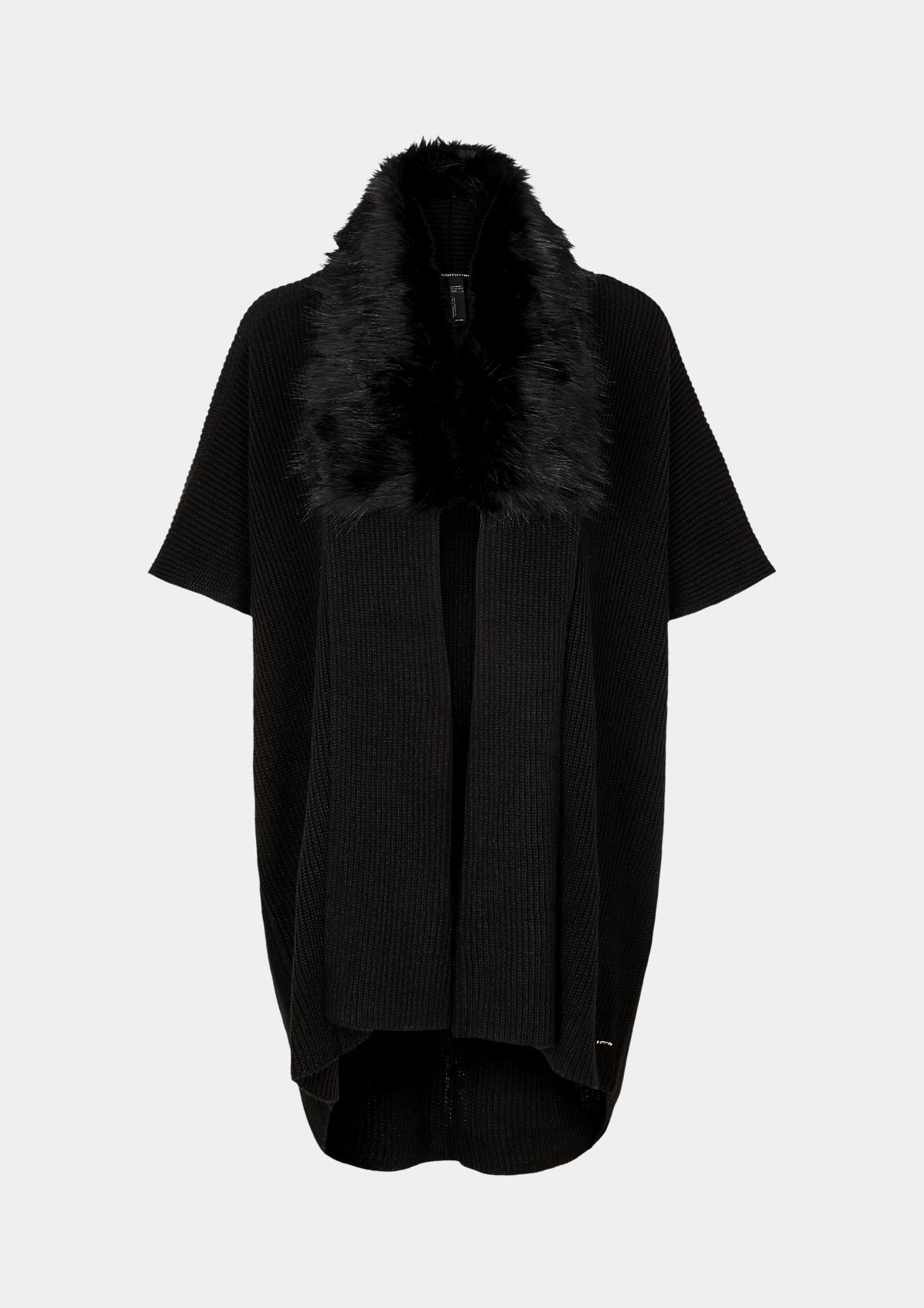 Grobstrickumhang mit Fake-Fur Besatz