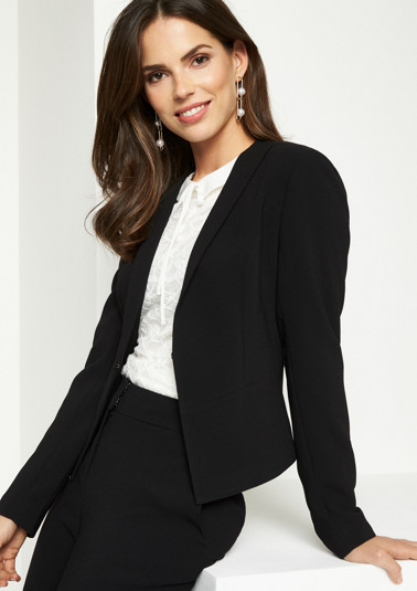 Short crêpe blazer with a hook fastener from comma