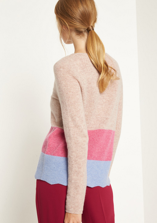 Extraweicher Strickpullover mit Colourblocks