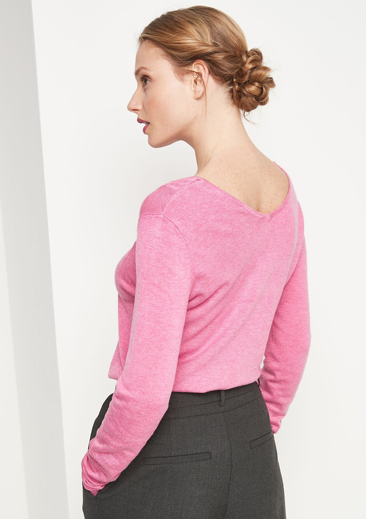 Knit jumper with a V-neckline from comma