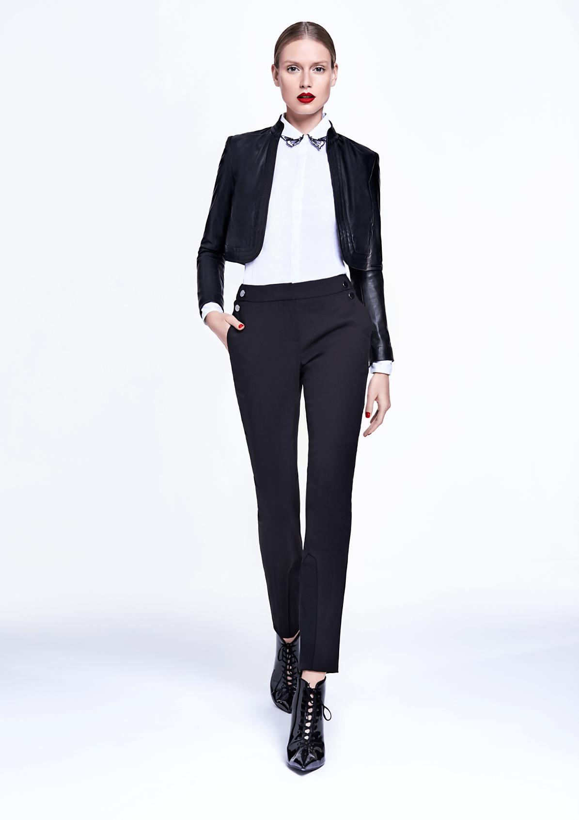 Elegante Businesspants mit glänzenden Zierknöpfen
