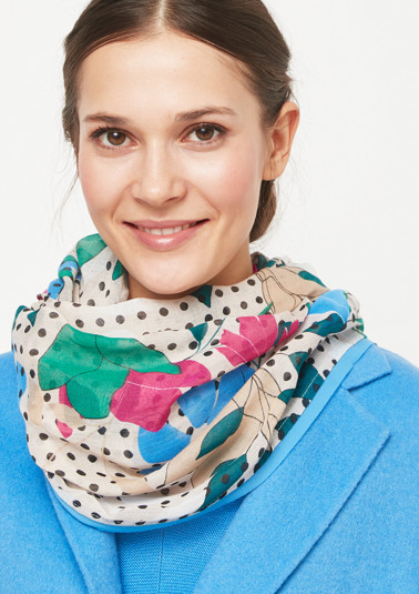 Lightweight snood with a decorative all-over pattern from comma