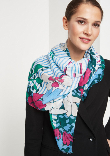 Scarf with a decorative mixed pattern from comma