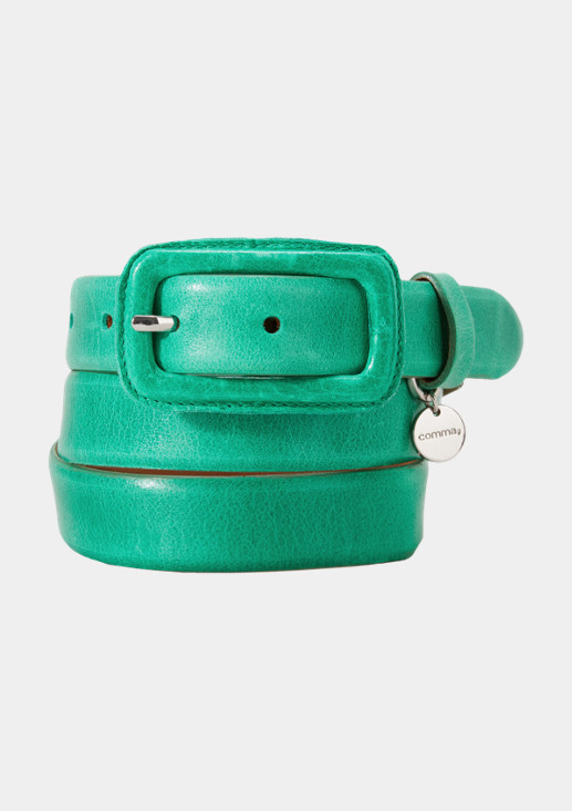 Leather belt with fine embossing from comma