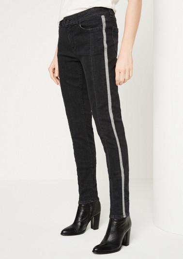 Jeans mit kontrastigen Seitenstreifen