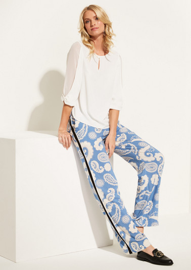 Lightweight summer trousers with an all-over paisely print from comma