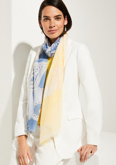 Scarf with a fine ornamental pattern from comma