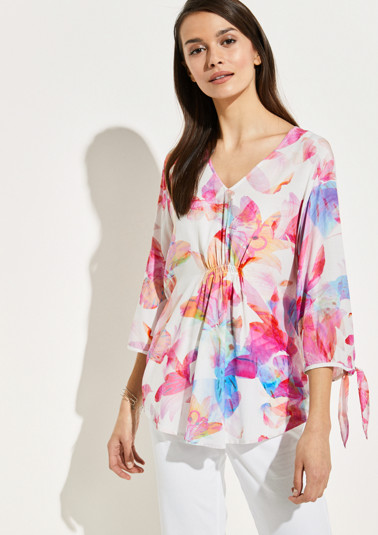 Crêpe blouse with a colourful floral print from comma
