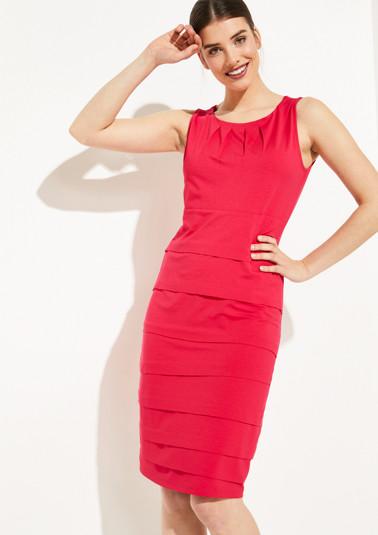Jerseykleid im raffinierten Stufenlook