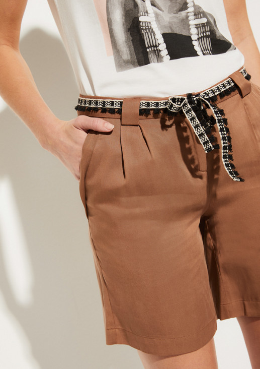 Casual shorts with a cloth belt from comma