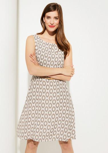 Leichtes Kleid mit schmalem Gürtel