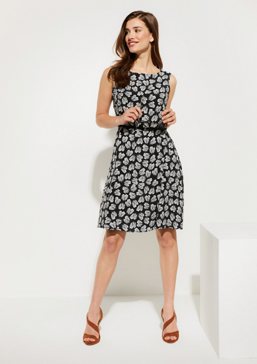 Lightweight dress with a narrow belt from comma