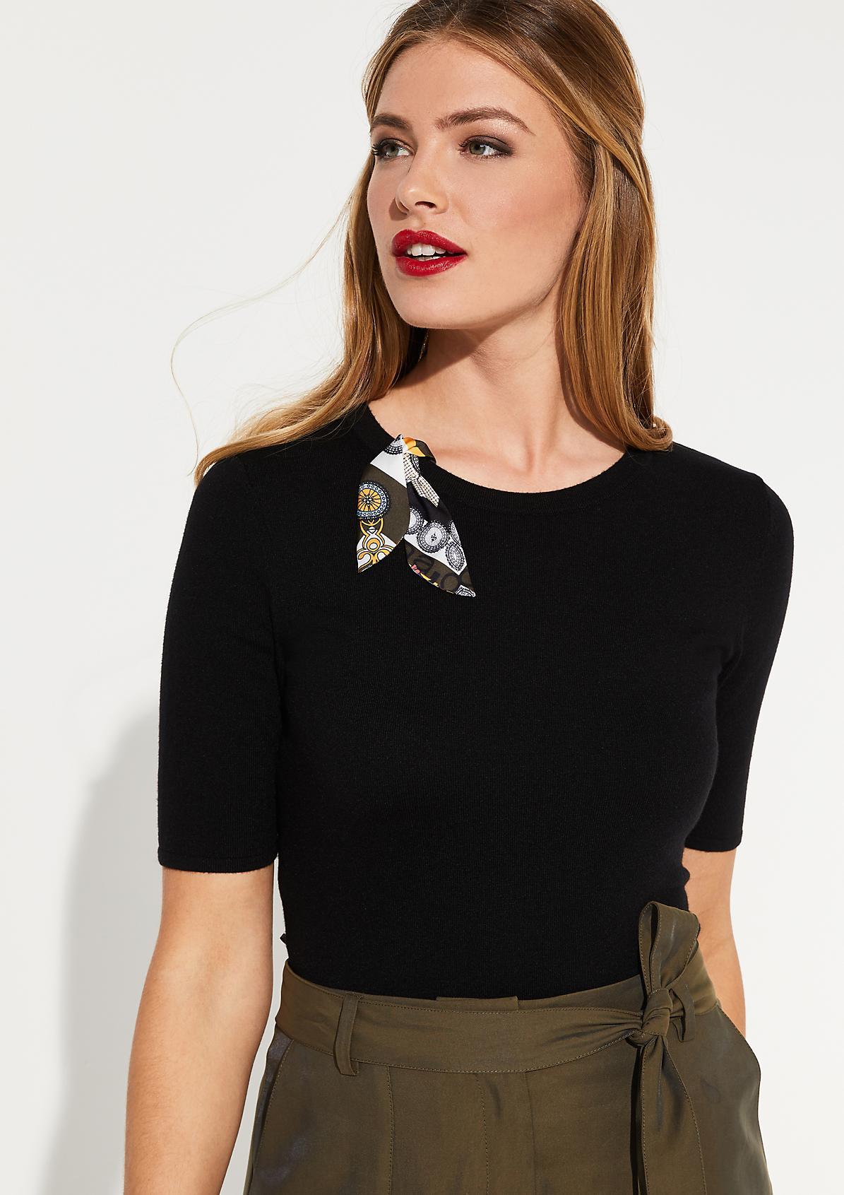 Kurzarm-Strickshirt mit bunter Zierschleife
