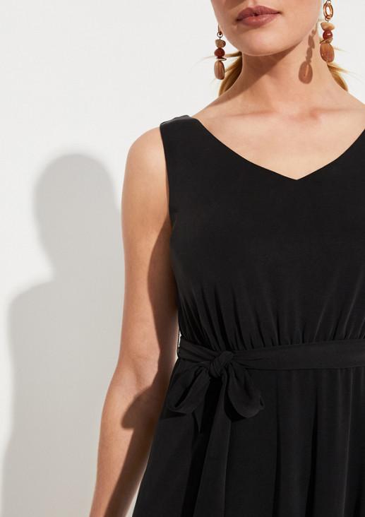 Leichtes Sommerkleid mit Bindegürtel
