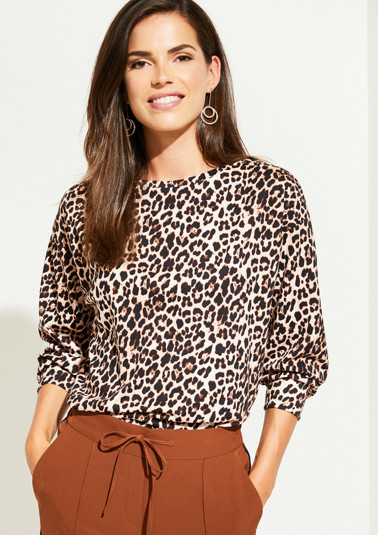 Jersey sweatshirt with 3/4-length sleeves and a decorative leopard print from comma