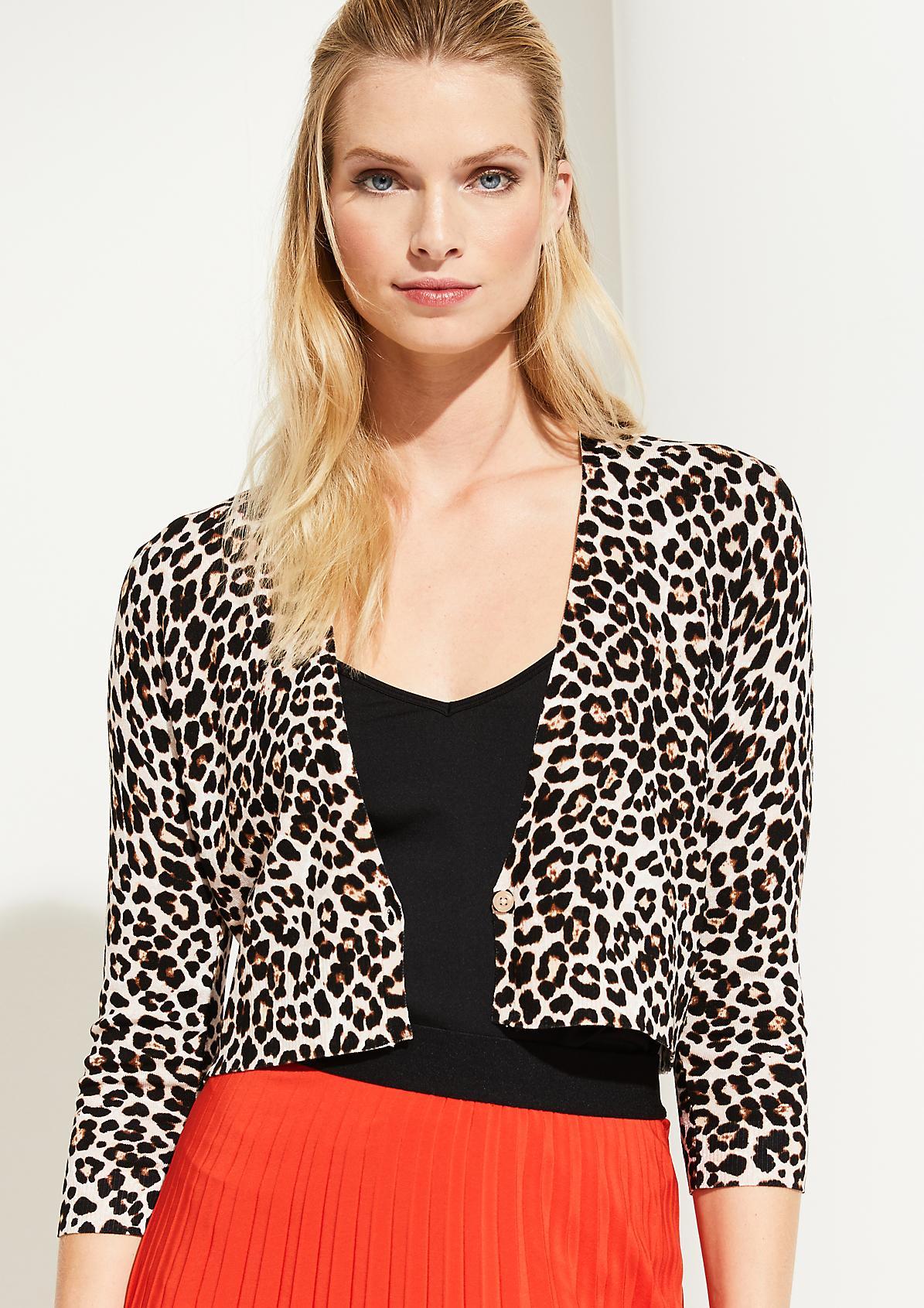 Kurzes Strickjäckchen mit Leopardenmuster