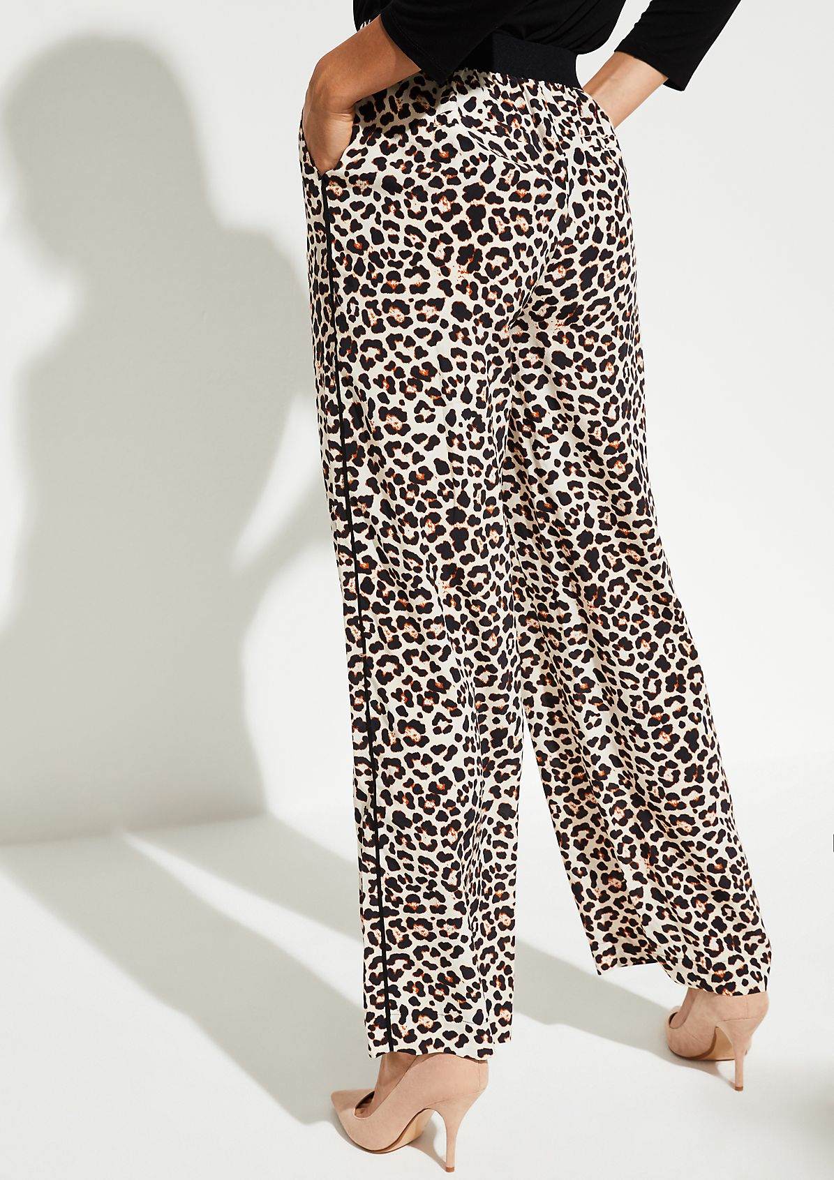Casual trousers with an exciting leopard pattern from comma