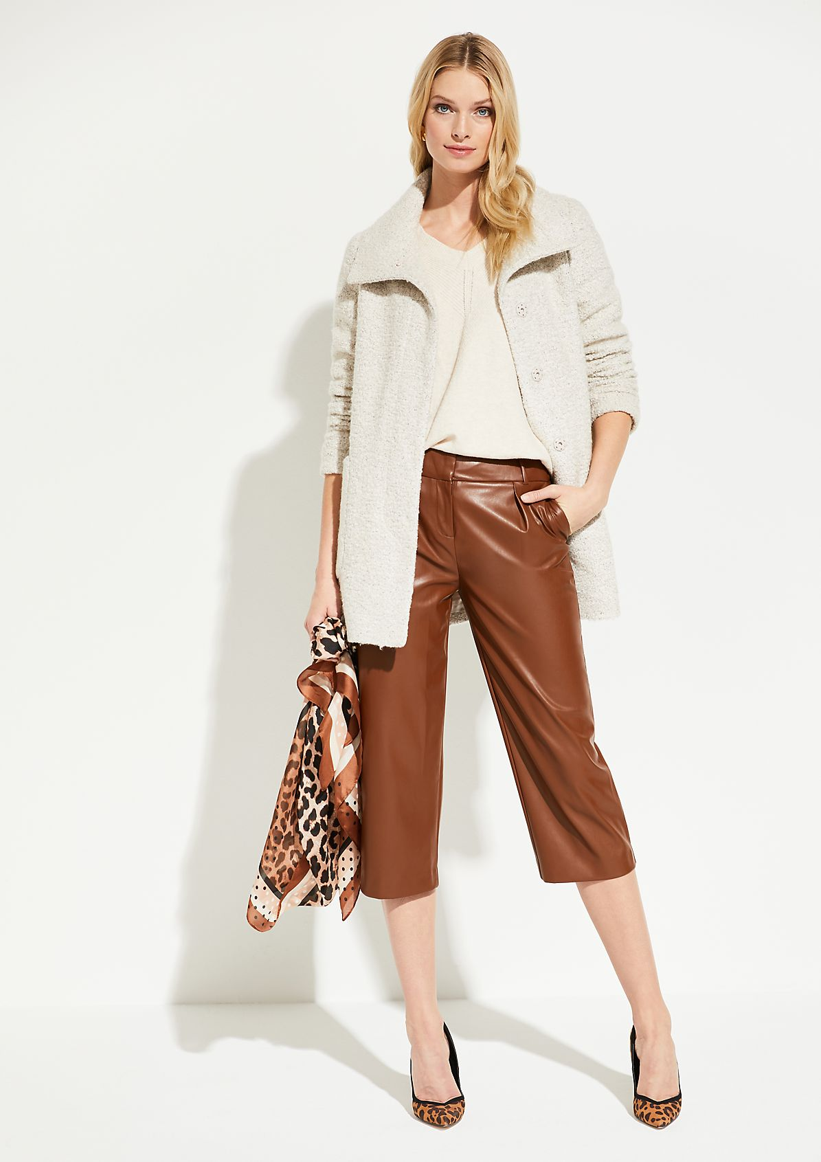 Faux leather trousers in a trendy 7/8-length from comma