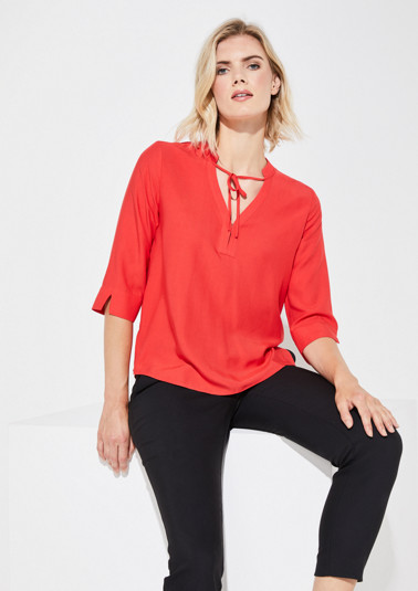 Blouse with 3/4-length sleeves and a V-neckline from comma