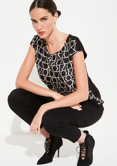 Top in a smart mix of materials and with a front print from comma