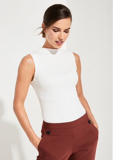 Ribbed sleeveless jumper from comma