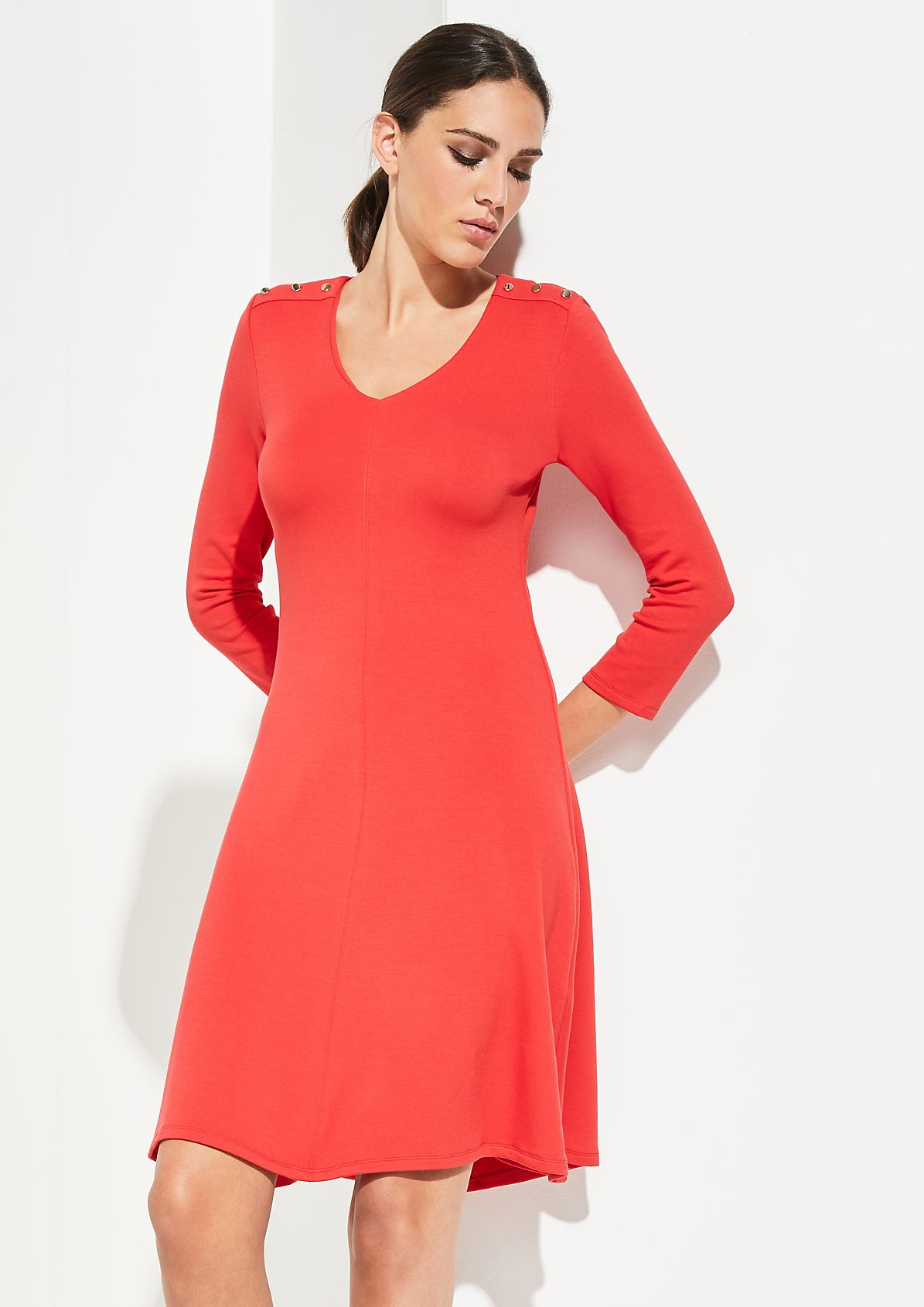 3/4-Arm Kleid mit goldfarbenen Zierknöpfen