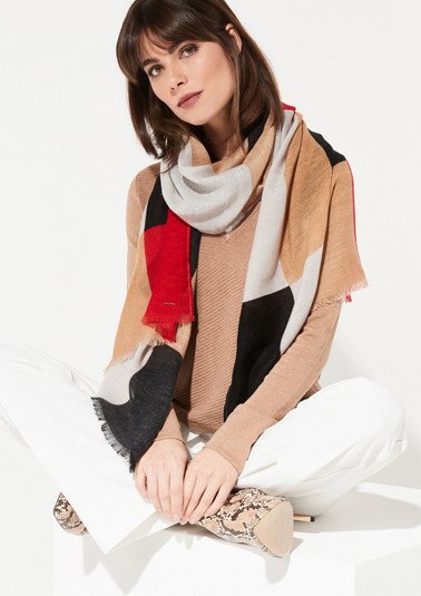 Knitted scarf with a sophisticated all-over pattern from comma