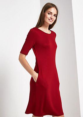 Elegantes Abendkleid mit kurzen Ärmeln
