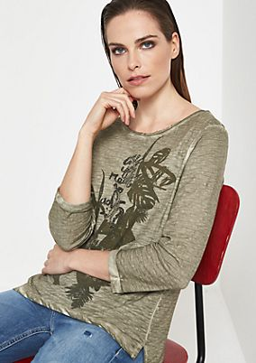 3/4-sleeve top with a statement front print from comma