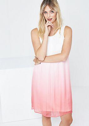 Hauchzartes Abendkleid mit filgranen Farbverläufen
